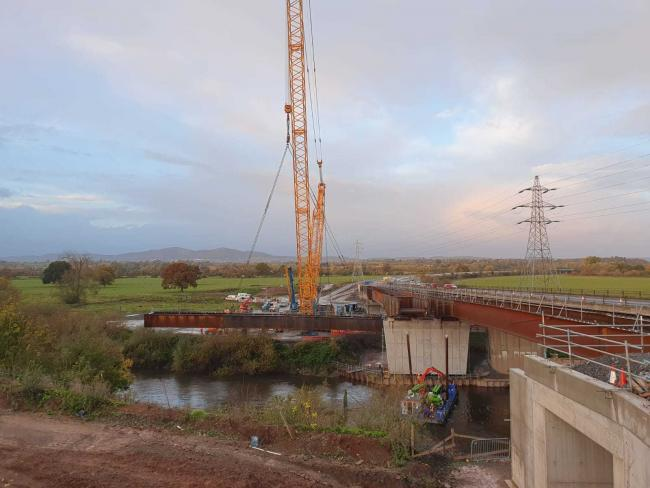 Final beam lift at Carrington Bridge ( credit: @WorcsTravel)