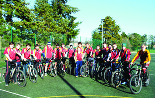 􀁬􀁬 Malvern under 15s' squad line up ahead of their sponsored bike ride to rai
