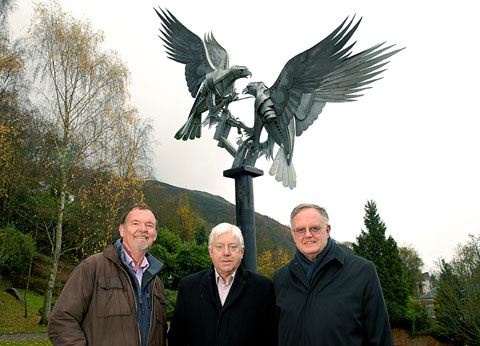 SCULPTURE: Adrian Ward, of Malvern Town Action Group, Peter Smith and Mayor Ian Hopwood.