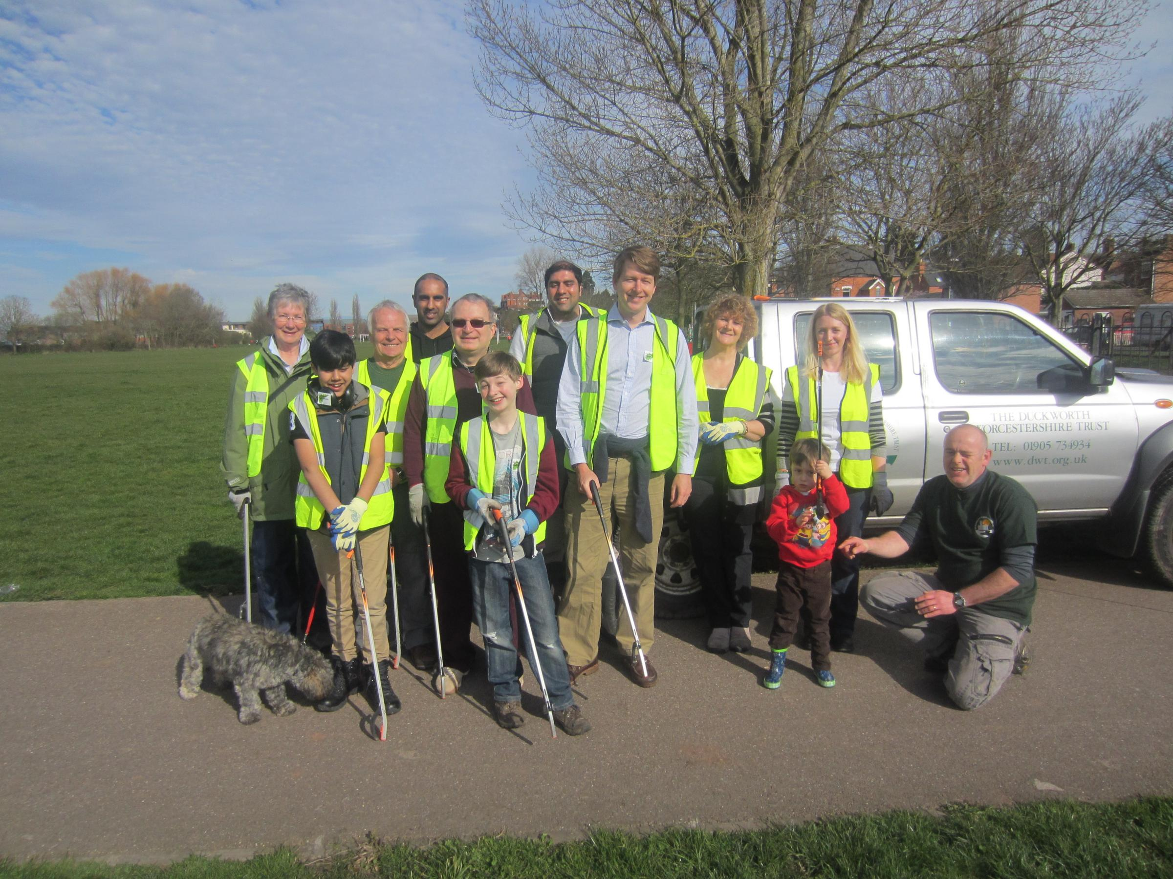 Worcester's MP helps to tackle litter problem