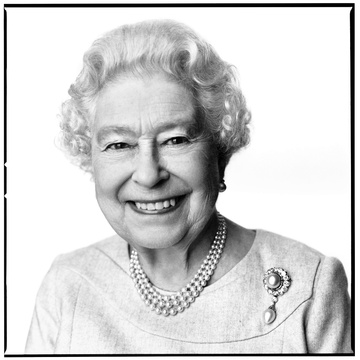 SMILING: The new portrait of the Queen by photographer David Bailey