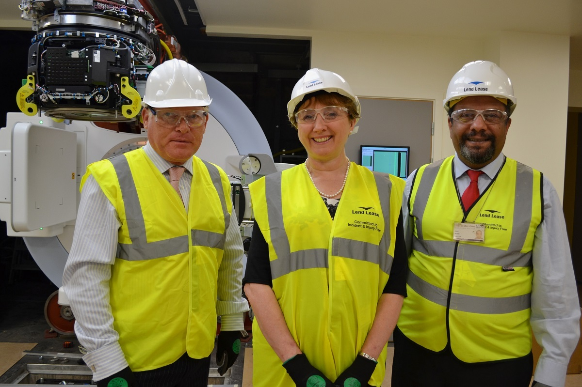 First treatment machine delivered to Worcester's new radiotherapy centre
