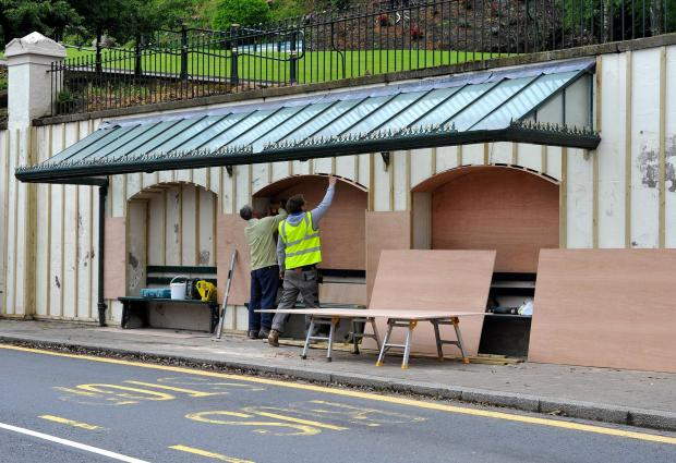 Malvern Gazette: John Anyon       28/5/14       2214609301  Refurbishment of bus shelter on the Wells Road in Malvern town center (6613442)