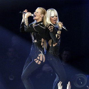 Iggy Azalea declined Rita Ora's offer of a kiss at the MTV Video Music Awards
