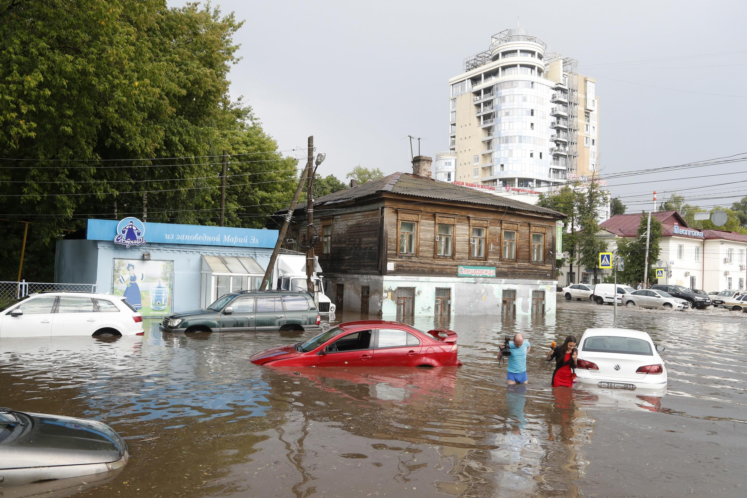 A flooded street in Nizhny Novgorod