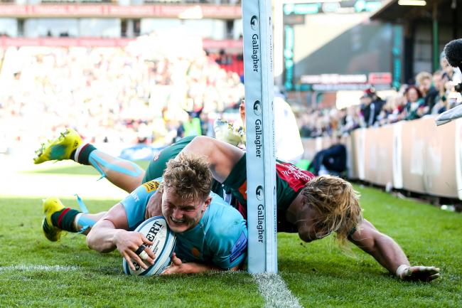 Ted Hill scores the match-winning try against Leicester. Picture: Robbie Stephenson/JMP